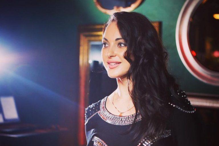 Кавер-певица Лили Легостаева.