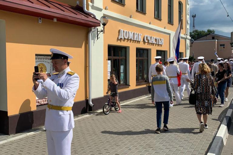 День ВМФ и торжественное открытие кальянной веранды в «Домике Счастья»